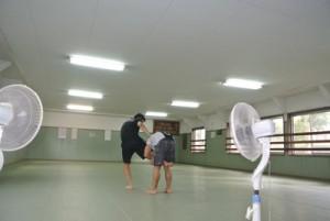 片足タックルの練習